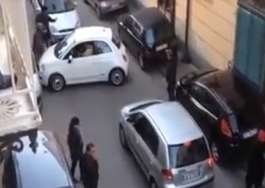 """იტალიური აურზაური პატარა """"ფიატის"""" გამო - დღის ვიდეო"""