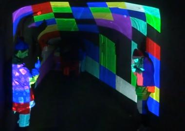 კლუბი KHIDI თანამედროვე ხელოვნების მასშტაბურ გამოფენას მასპინძლობს