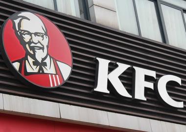27 წლის სტუდენტი KFC-ს საჭმელს ერთი წლის განმავლობაში ყალბი შემმოწმებლის სტატუსით სცანცლავდა