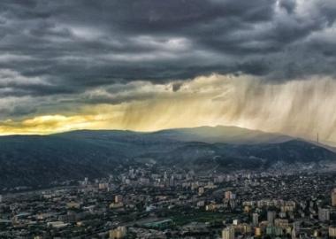 12 მაისის წვიმა და სეტყვა თბილისის თავზე - დღის ფოტო