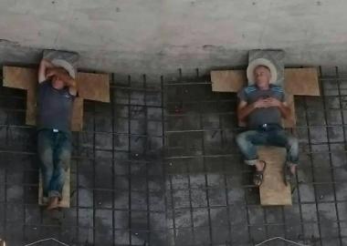 შესვენება მშენებლობაზე - დღის ფოტო