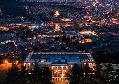 რესტორნები ქალაქის მთავარ სიმბოლოებთან - თბილისში, სიეტლში, პრაღაში, ბერლინსა და პარიზში
