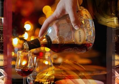 აბრეშუმის გზის ვახშმის 7 საოცრება Hennessy X.O.-საგან
