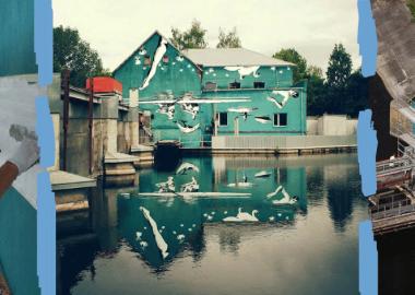 წყლის ზედაპირზე გამოსაფენად მდინარის პირას ნახატი თავდაყირა შეასრულეს