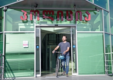 ბრიტანელ მოგზაურს უკვე ორი ველოსიპედი ყავს - დღის ფოტო