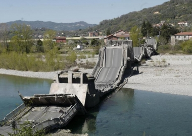იტალიაში 300 მეტრიანი ხიდი ჩაინგრა - ქვეყანა ახალ ტრაგედიას კარანტინმა გადაარჩინა - LeParisien