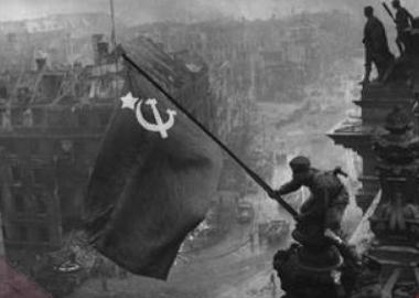 საბჭოთა დროშა რაიხსტაგზე - რამდენჯერ აღმართეს საბჭოთა ჯარისკაცებმა გამარჯვების ალამი