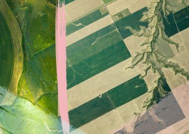 სამეურნეო მინდვრების გამაოგნებელი სრულყოფილება მიჩ როუზის საჰაერო ფოტოგრაფიაში