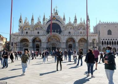 Ciao, კარანტინი! - იტალიის ტურისტულ ადგილებში დღეიდან ისევ ხალხმრავლობაა