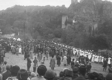 """ფოტოამბავი: 1899 წლის შიიტური რიტუალი """"აშურა"""" თბილისის ბოტანიკურ ბაღში"""